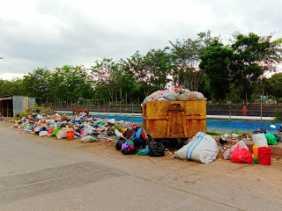 Tumpukan Sampah Didepan Kantor Dinsos Dumai, merusak Pemandangan