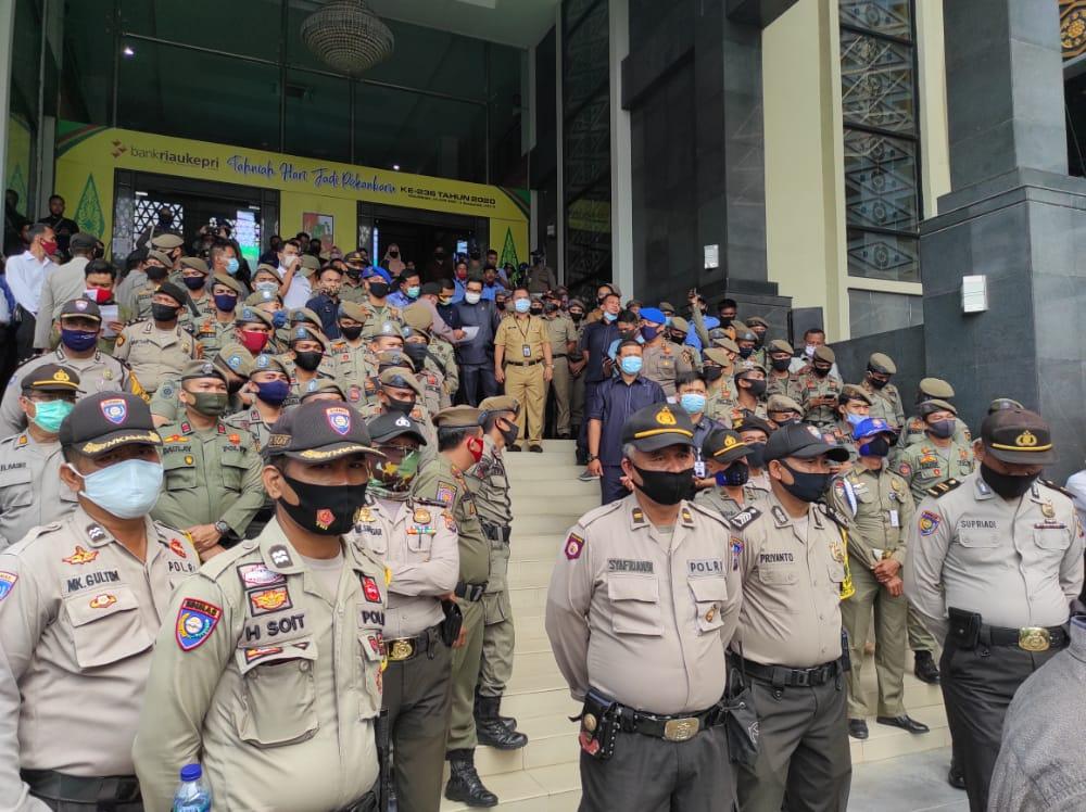 Berikan Rasa Aman Polresta Pekanbaru Turun kan 350 Personel Pengamanan Unras Geger