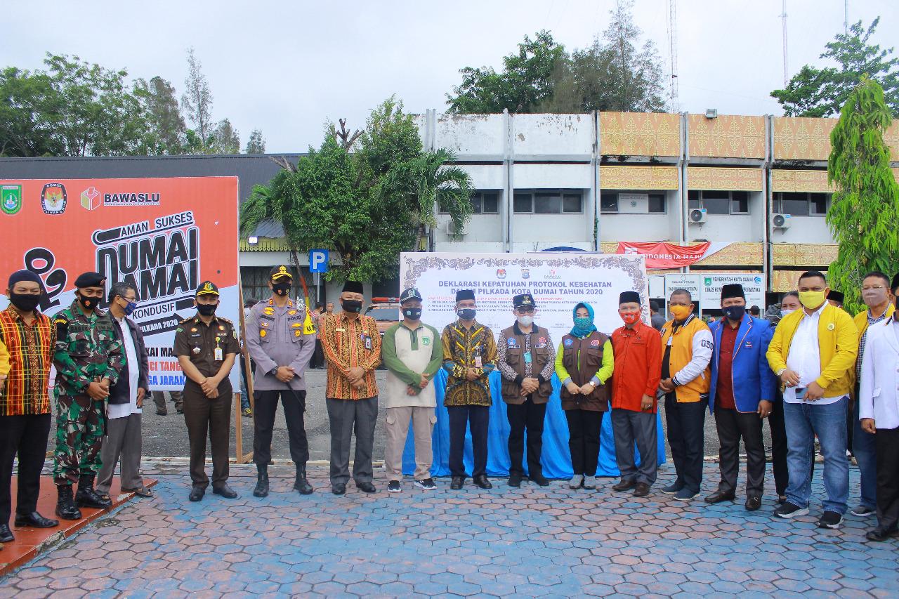 Pemko Dumai Bersama Jajaran TNI-POLRI, KPU, dan BAWASLU laksanakan Pembagian dan Penggunaan Masker