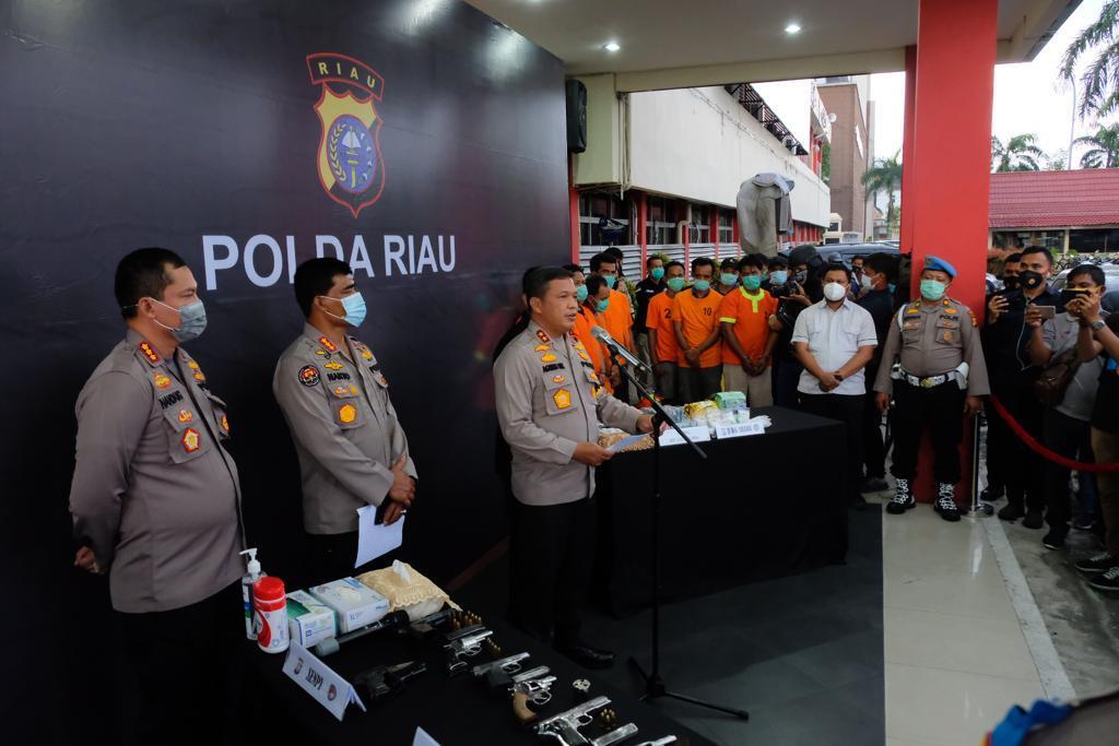Polda Riau Amankan Sindikat Narkoba Bersenjata, 7 Pucuk Senjata,3 Kg Shabu Berikut 9 Tersangka